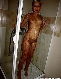 Hot Teen Babe Washing Her Body And Posing pics