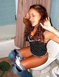 Hot Pics Of Hot Babes Sitting On The Toilet pics