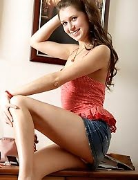 Gorgeous Teen Babe Pleasing Her Hungry Snatch pics
